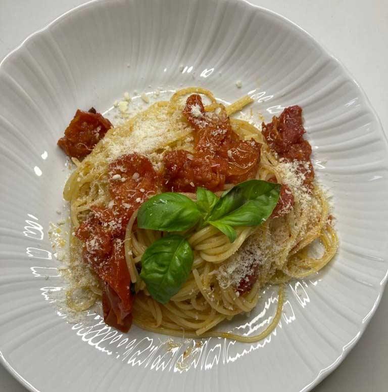 spaghtti-ze-swiezymi-pomidorami.jpg